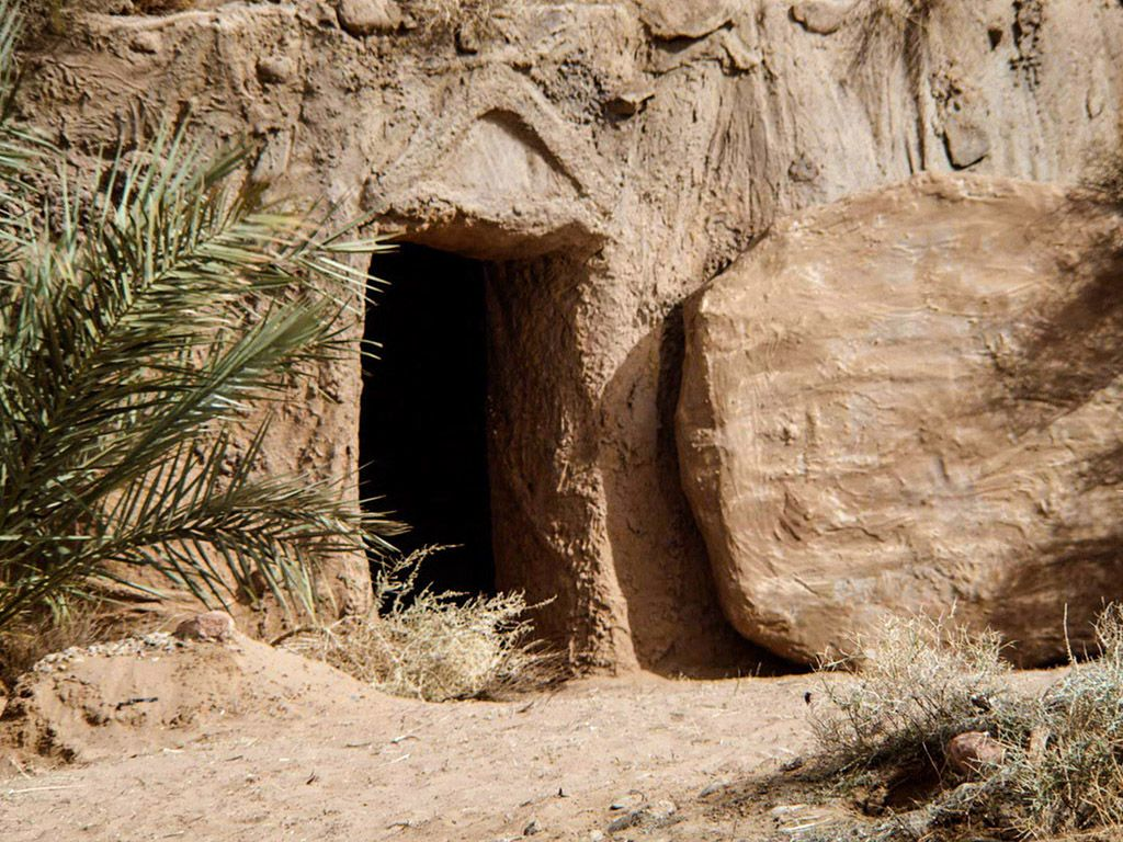 Free Bible images of the resurrection of Jesus and the empty tomb. (Matthew  28:1-15, Mark 16:1-20, Luke 24:1-47… | Jesus resurrection, Jesus tomb, Free  bible images