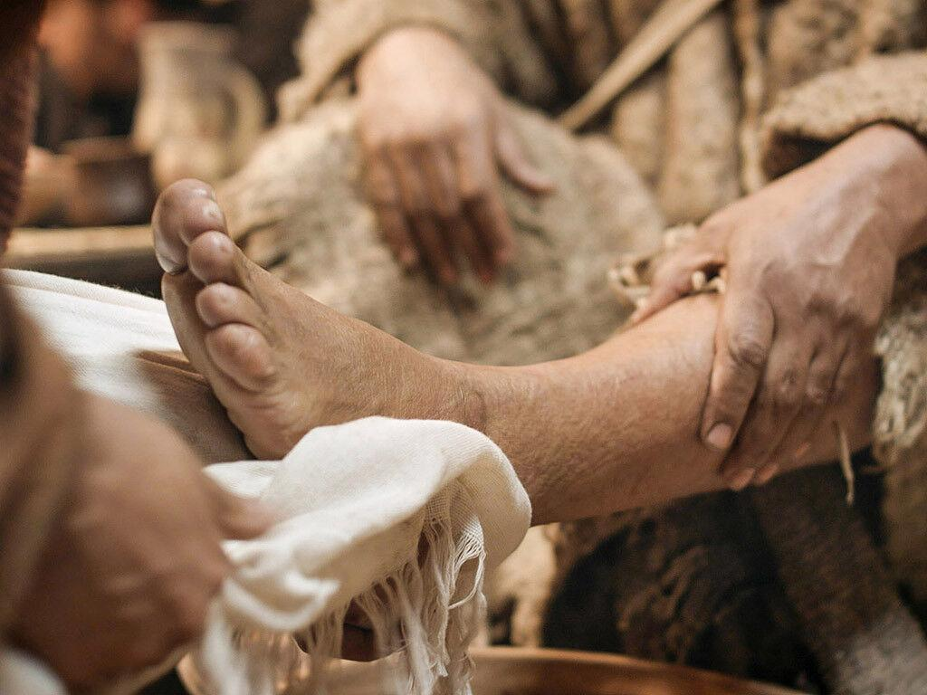 FreeBibleimages :: Jesus washes the disciples' feet :: Jesus washes the  disciples' feet (John 13:1-17)